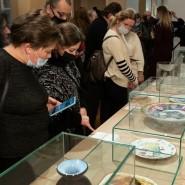Выставка «100 историй Всероссийского музея декоративного искусства» фотографии
