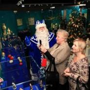 Выставка  «Дед Мороз, его компания и ...» фотографии
