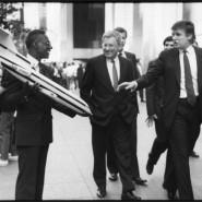 Билл Каннингем Случайная встреча: Дональд Трамп. 25 мая 1989 © Фонд Билла Каннингема, Предоставлено Галереей Брюса Сильверстайна, Нью-Йорк