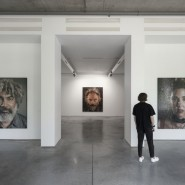 Выставка «Chuck Close. Infinite» фотографии