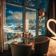 Романтическое свидание на 67 этаже фотографии