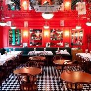 Французское кафе «Жан-Жак» фотографии