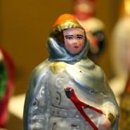 Выставка «Волшебный мир сказки. Сказочные персонажи в елочной игрушке» фотографии