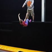 Занятия в батутном клубе и крытом скейтпарке Yolo фотографии