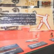 Выставка «Окна сатиры» фотографии