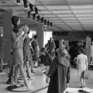 Выставка «Платья и автомобили» фотографии