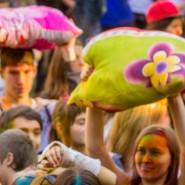 Большая битва подушками 2015 фотографии