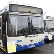Юбилейный парад автобусов  фотографии