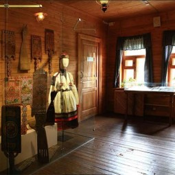 Выставка «Терем, свадебный поезд и «девья краса»
