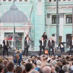 Концерт «Песни Победы» на площади Белорусского вокзала 2019