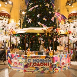 Новогодняя ярмарка у фонтана в ГУМе 2016