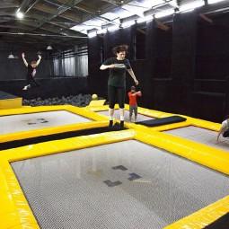 Занятия в батутном клубе и крытом скейтпарке Yolo