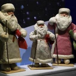 Выставка  «Дед Мороз, его компания и ...»