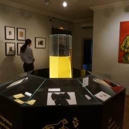 Выставка «Маяковский «haute couture»: искусство одеваться»