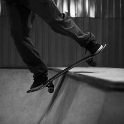 Открытие крытого бетонного скейтпарка