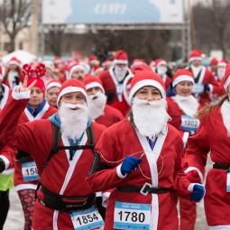 Благотворительный забег Дедов Морозов на ВДНХ 2018