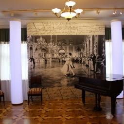 Выставка «Война и мир» С.Ф. Бондарчука. К 100-летию со дня рождения режиссера»