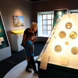 Выставка «Страницы истории России в медальерном искусстве ХХ века»