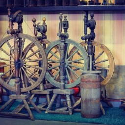 Выставка «Агит-прялка. К 100-летию Революции»