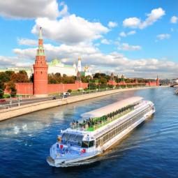 Прогулка на теплоходе «Ривер Палас» по центру Москвы с обедом или ужином