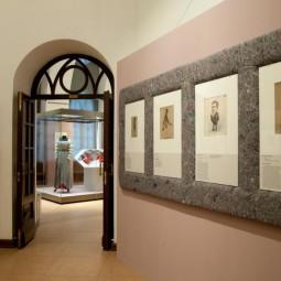 Выставка «Тузы, дамы, валеты. Двор и театр в карикатурах»
