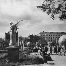 Выставка «Астроплощадка. 70 лет»