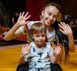 Воскресные занятия «Мама+малыш» в батутном центре Flip&Fly