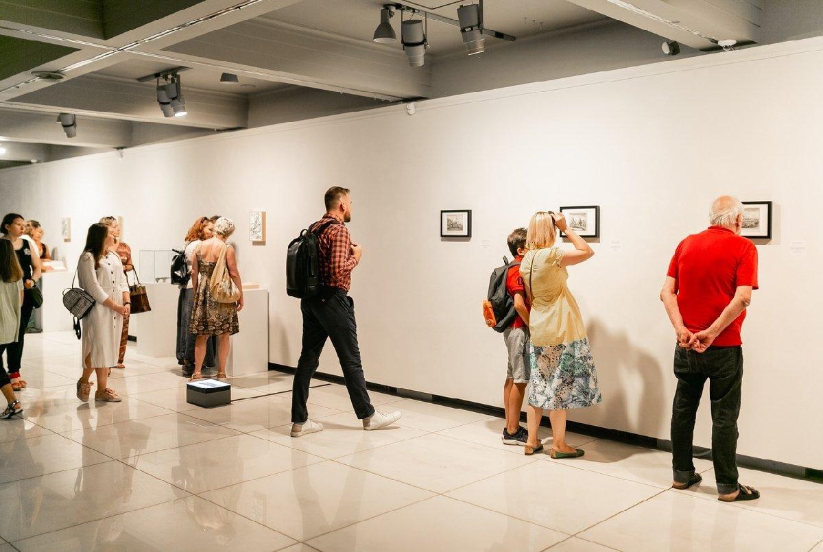 Выставка «Невозможные путешествия вНидерландах, России иПерсии тогда исейчас»