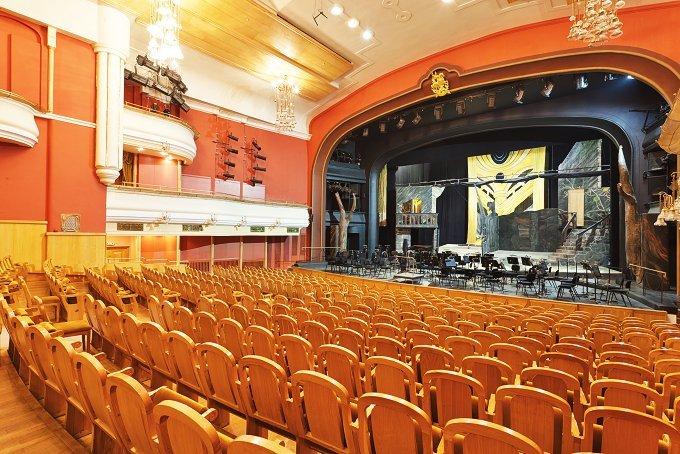 Цены на билеты в театре новая опера красная площадь афиша кино