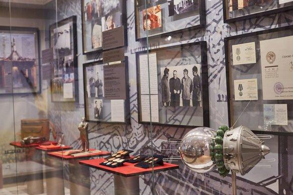 Выставка «Вот тот, который прочертил орбиту »
