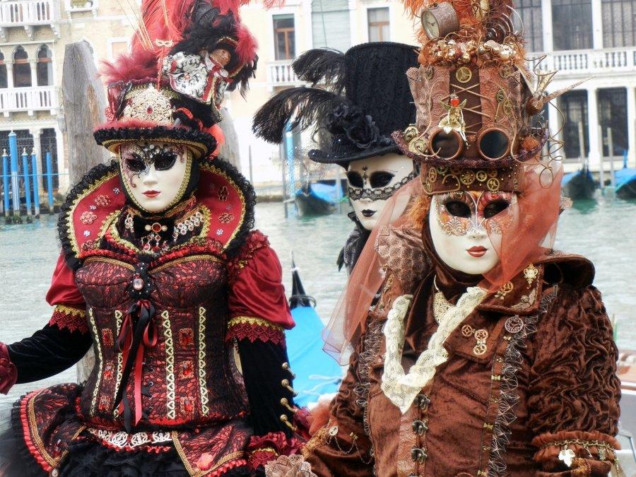 Выставка «Венецианский карнавал вМузее Моды»