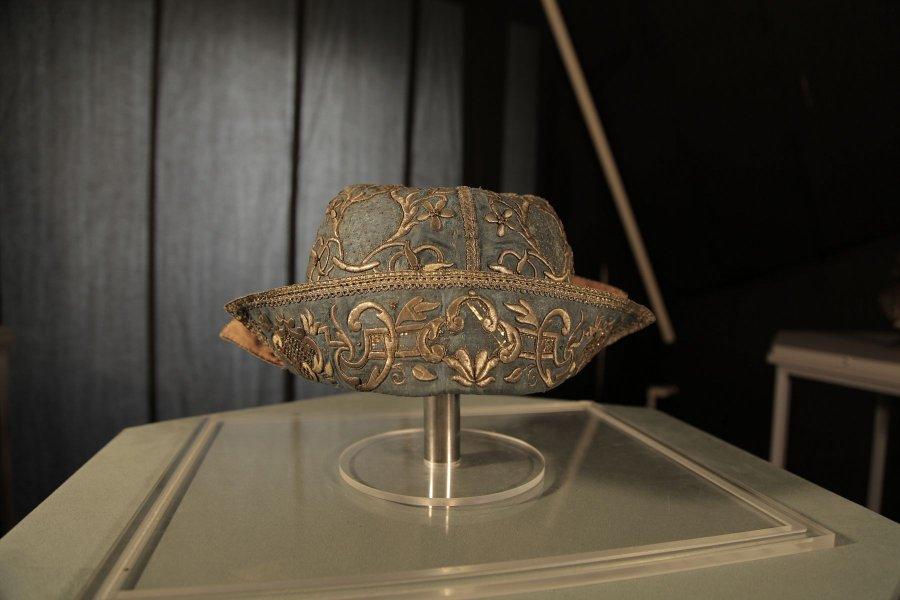 Выставка «Из шапочки Гоголя»