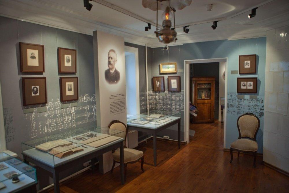 Выставка «Чайковский иМир»