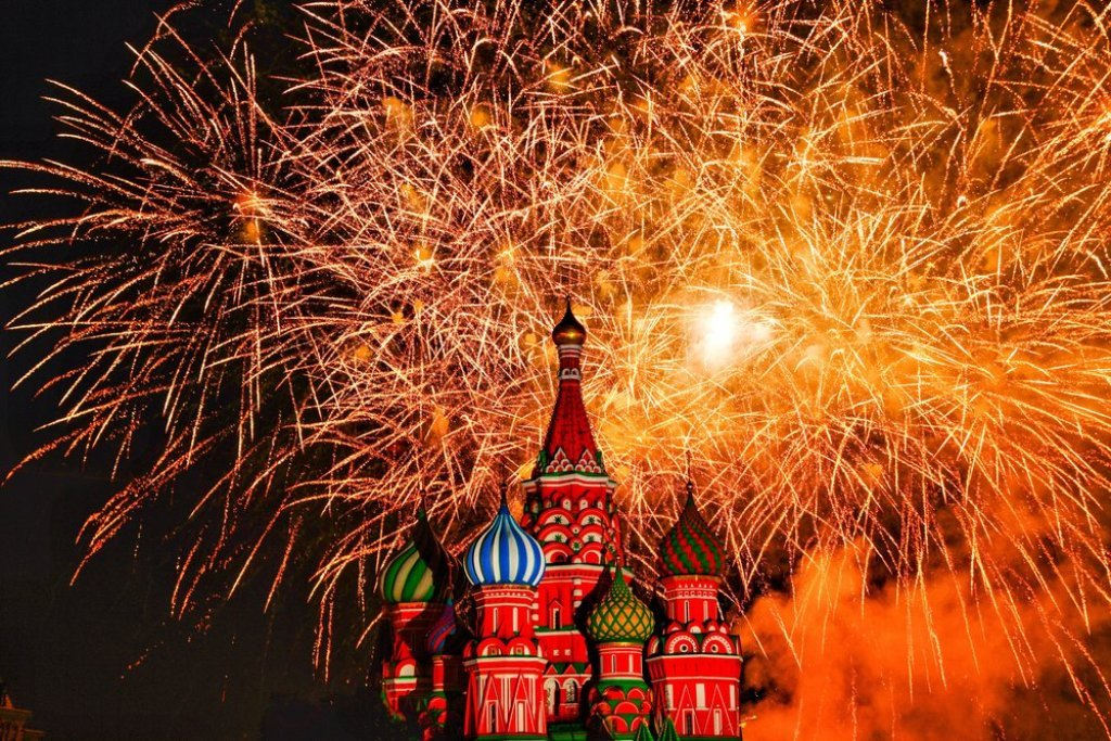 Новогодний салют 2021 вМоскве