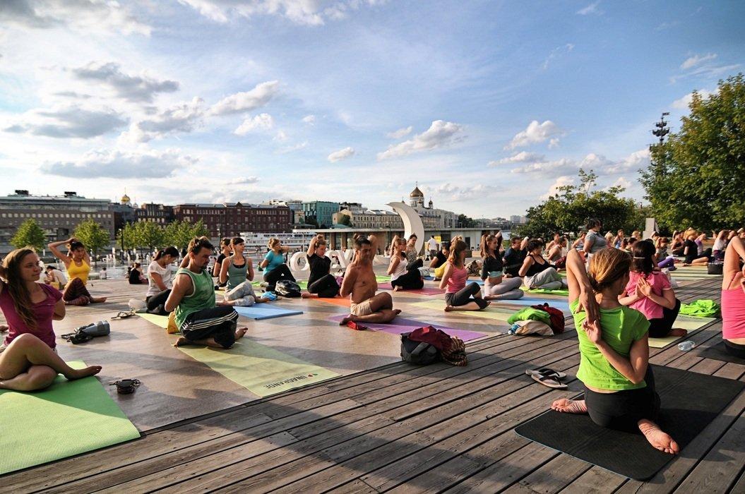 Йога впарках Москвы 2020
