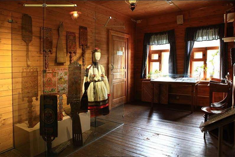 Выставка «Терем, свадебный поезд и«девья краса»