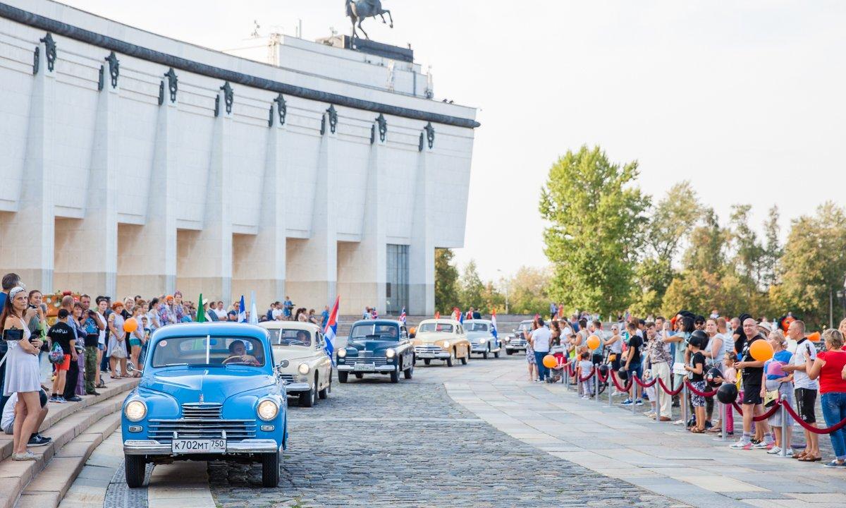 Выставка ретроавтомобилей наПоклонной горе 2019