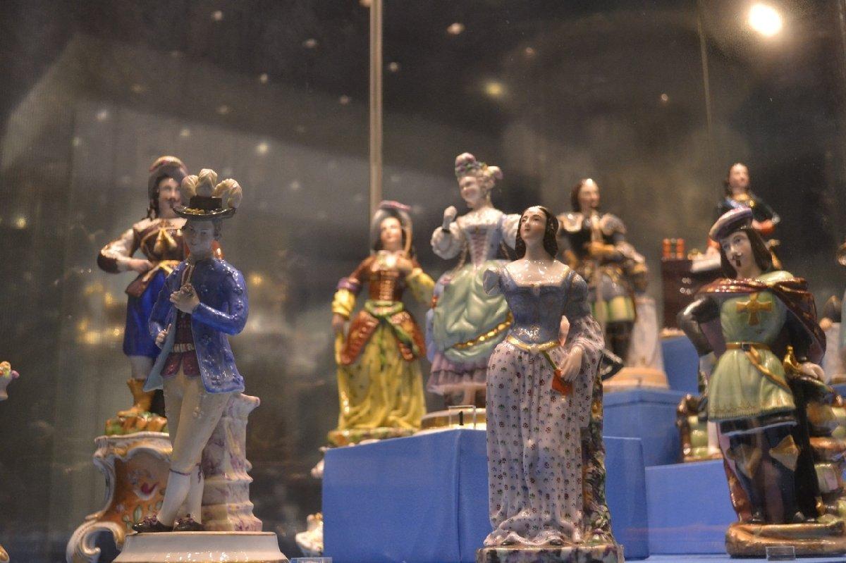 Выставка «Страницы истории. К100-летию Музея керамики»