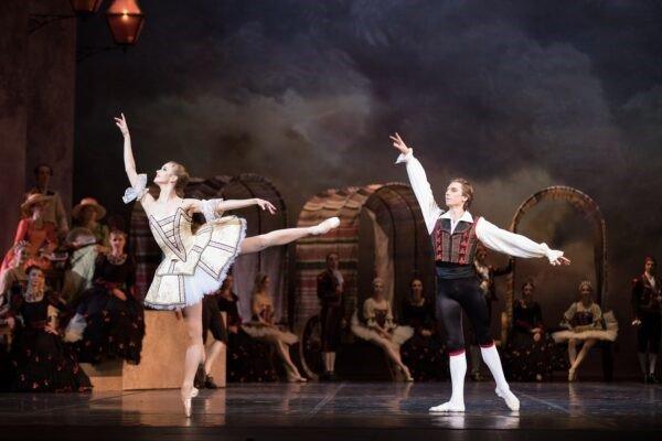 Выставка «Русский балет— мода навсегда»