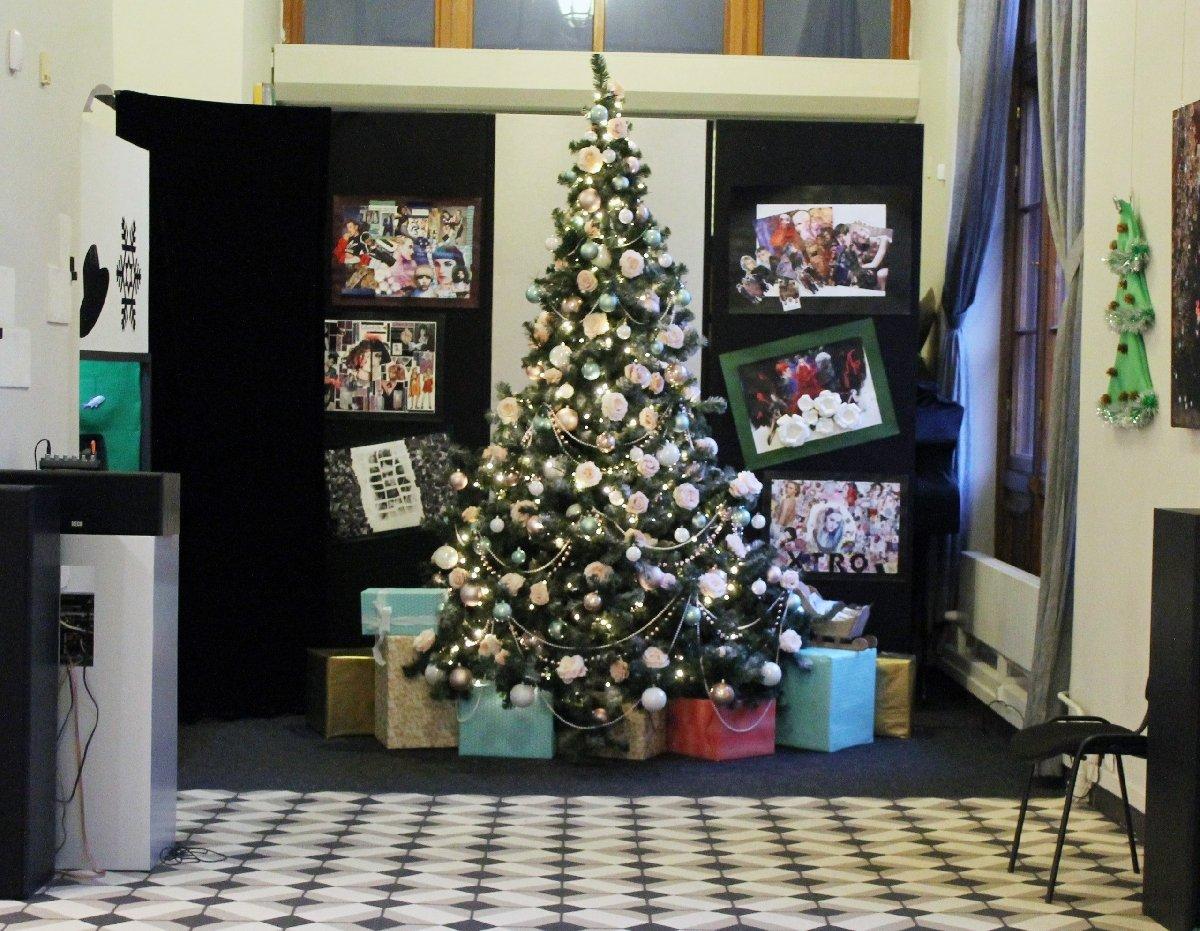 Выставка «Рождество вМузее Моды»