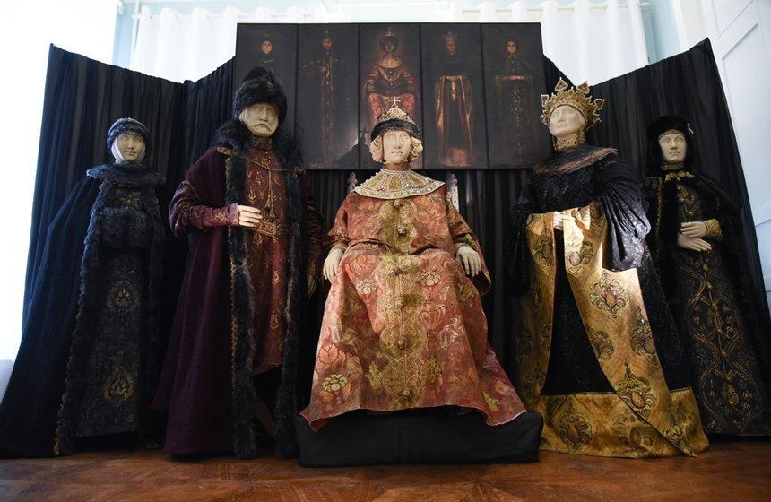 Выставка «Иллюзия реальности. Предметный мир костюма эпохи Петра I»