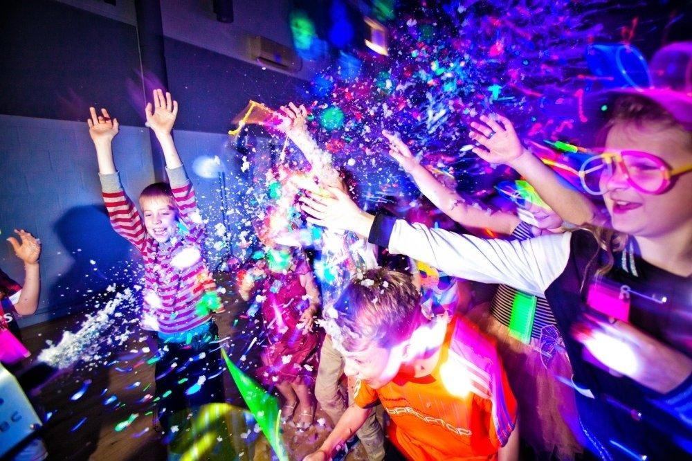Новогодняя шоу-дискотека для школьников8–16 лет