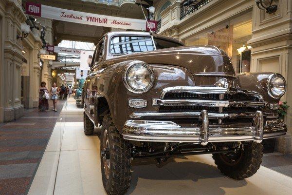 Выставка автомобилей «Победа» вГУМе