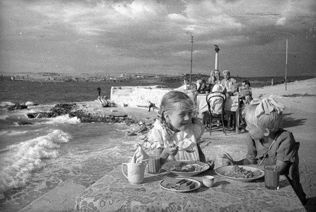Выставка «Евгений Халдей. Ретроспектива. К100-летию содня рождения»