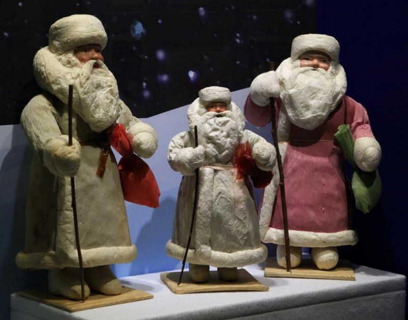 Выставка «Дед Мороз, его компания и...»