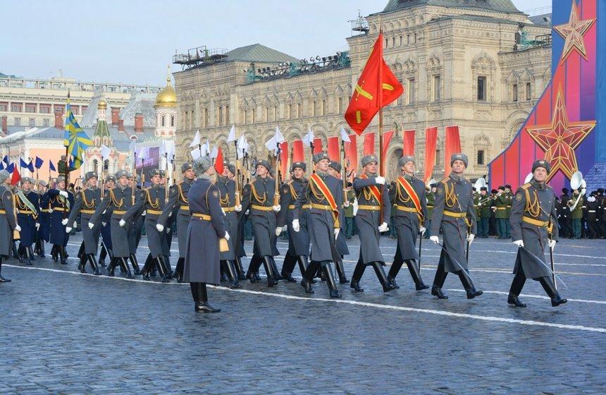 Марш вчесть 78-летия парада 1941 года наКрасной площади