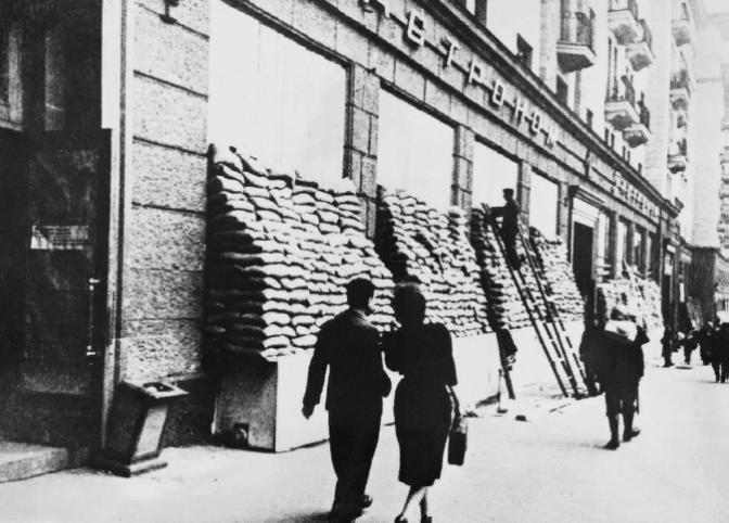 Выставка «Город ивойна. К80-летию московского ополчения»