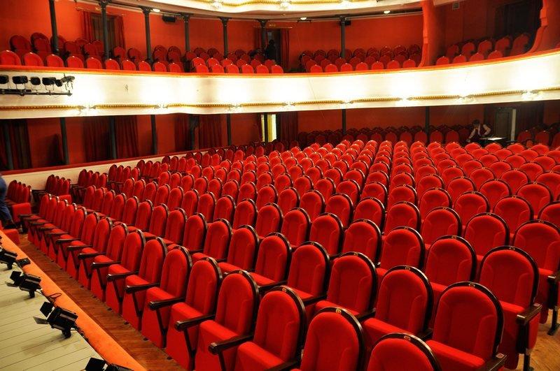 зал в театре маяковского фото сотрудников