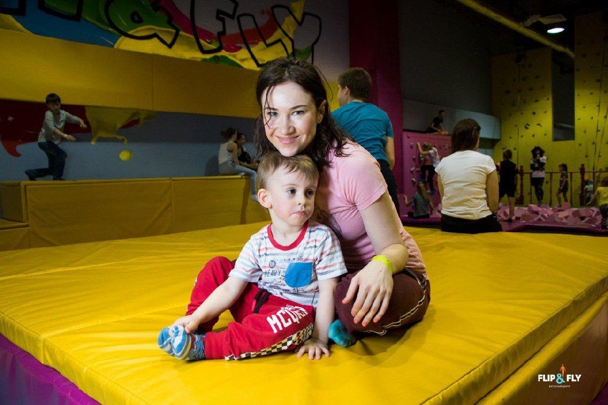 Воскресные занятия «Мама+малыш» вбатутном центре Flip&Fly