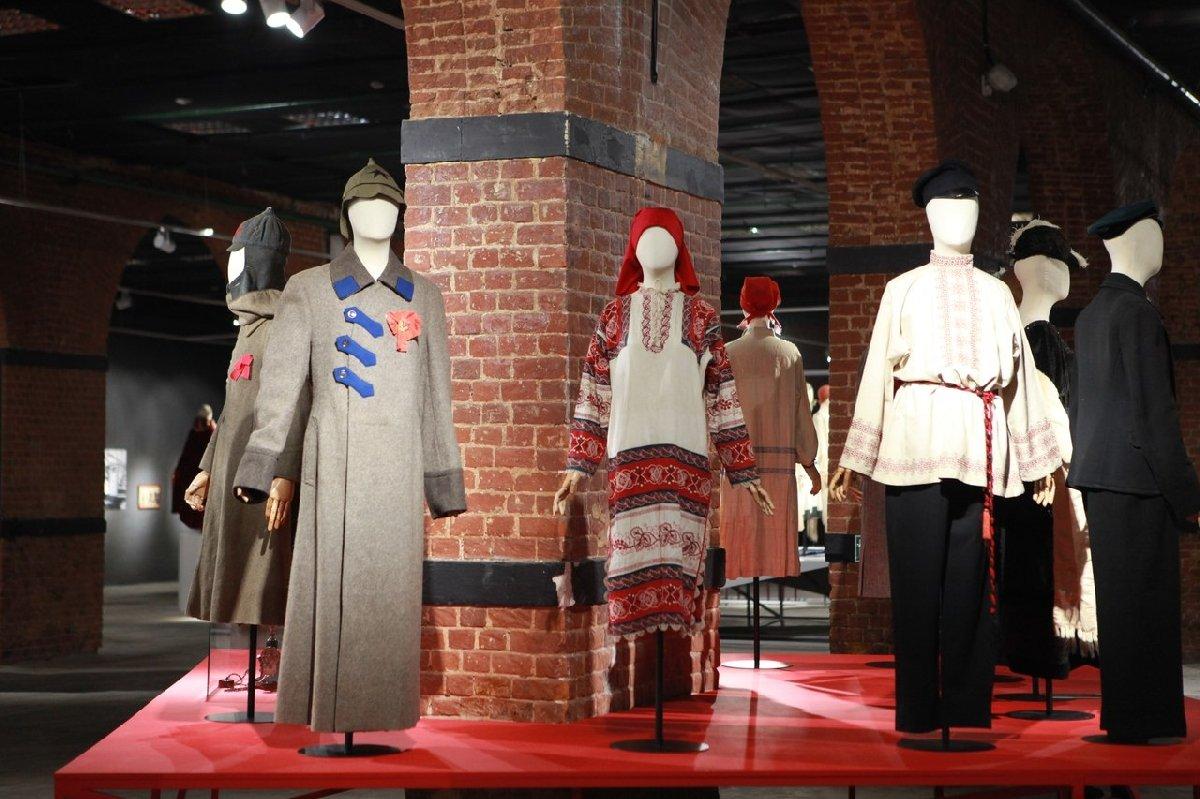 Выставка «Москва. Мода иРеволюция»